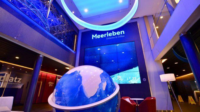 Ein Globus bildet den Mittelpunkt im Meerleben