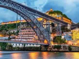 Portos Wahrzeichen: Die Bogenbrücke Ponte Dom Luís I Foto: A-ROSA Kreuzfahrten