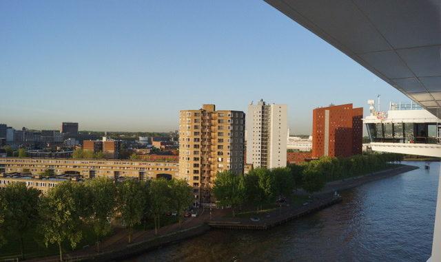 Frühmorgendliches Einlaufen in Rotterdam