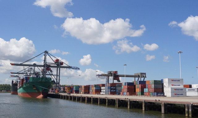 Ausblick auf die Containerschiffe