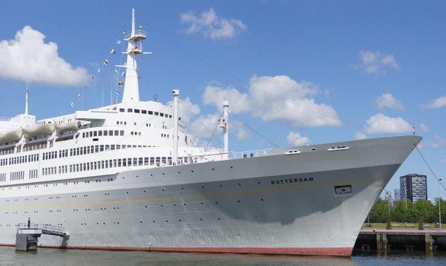 Die SS Rotterdam im Hafen von Rotterdam