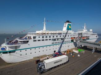 Die MS Deutschland an der Columbuskaje in Bremerhaven