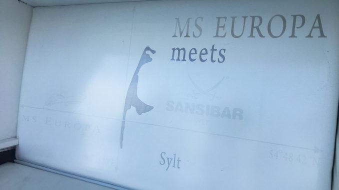 MS Europa meets Sansibar, das gilt auch für den Strandkorb an Bord
