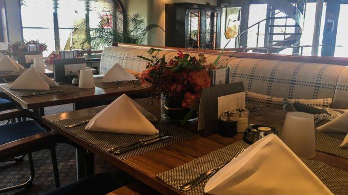 Eingedeckter Tisch im Lido Café