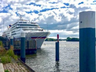 Die MS Europa in der Hamburger Hafencity