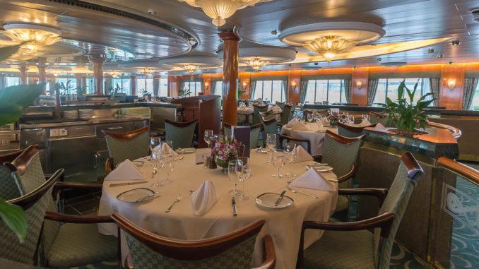 Der größere Teil des Hauptrestaurants auf der MS Prinsendam/ MS Amera