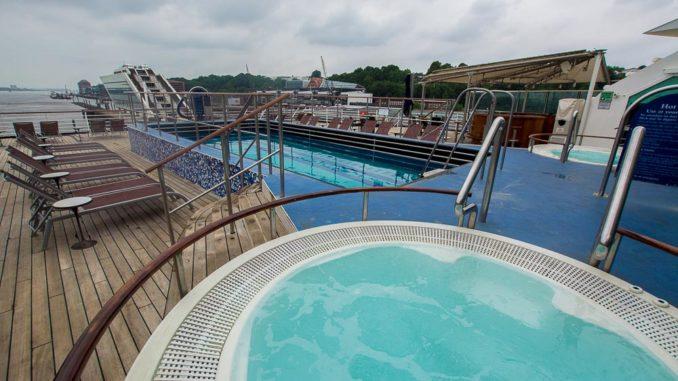 Am Heck gibt es einen weiteren Pool