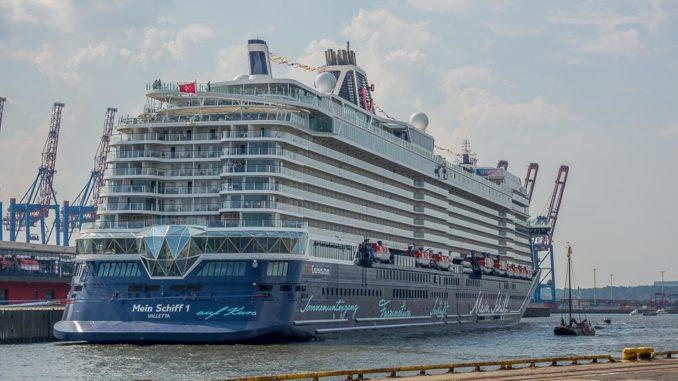 Das Heck der Neuen Mein Schiff 1 mit dem neuen Diamanten
