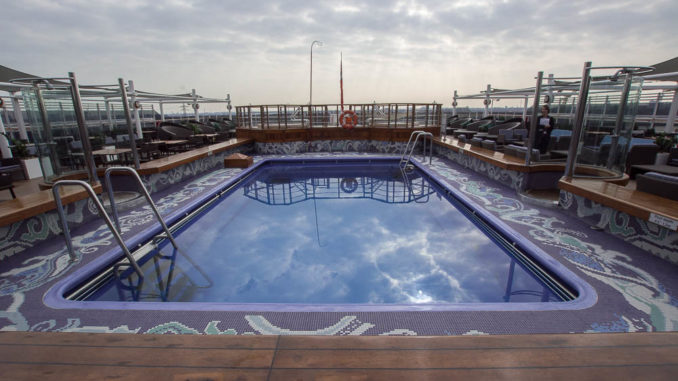 Der zweite Pool am Lido Deck