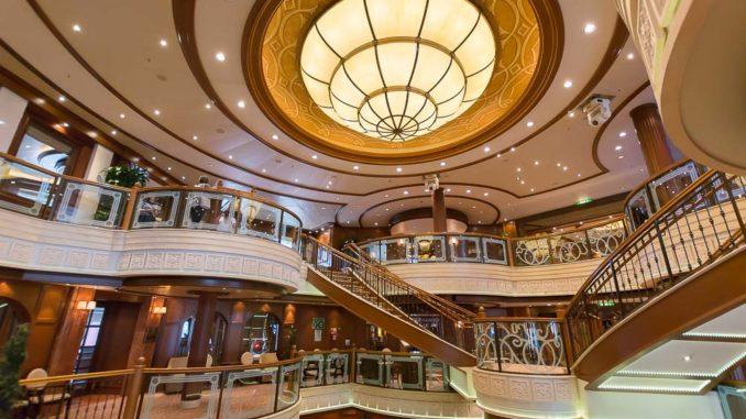 Über drei Decks erstreckt sich die Grand Lobby