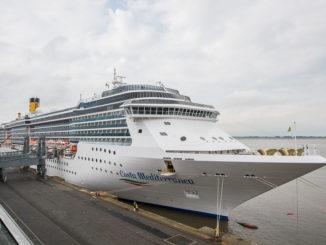 Die Costa Mediterranea an der Pier in Bremerhaven