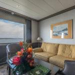 Wohnbereich einer Suite der MS Hamburg