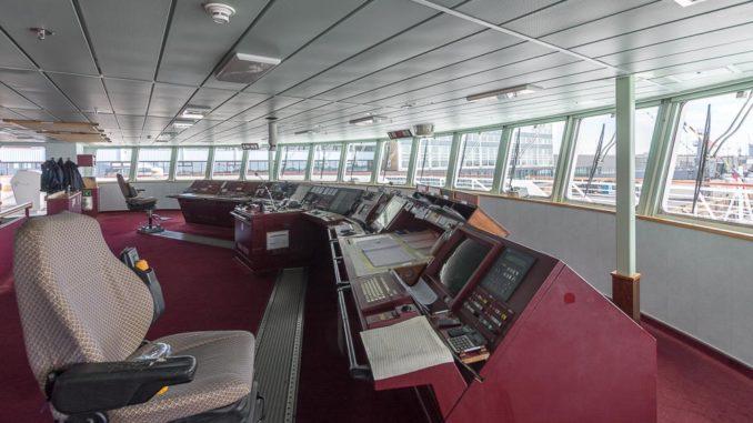 Die Brücke der MS Hamburg