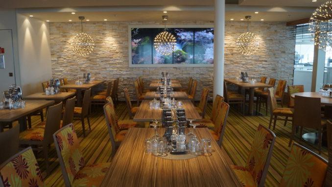 Das lichtdurchflutete Weite Welt Restaurant der AIDAperla
