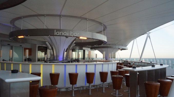Eine der beliebtesten Bars an Bord der AIDAperla: Die Lanai Bar