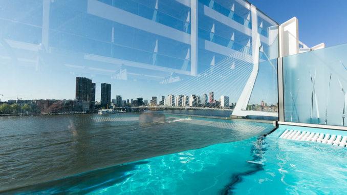Aussicht auf Rotterdam aus dem Infinitypool