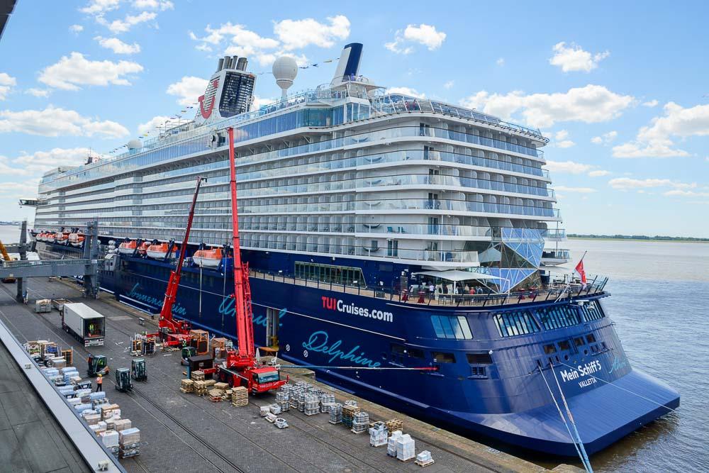 Proviantierung der Mein Schiff 5 in Bremerhaven