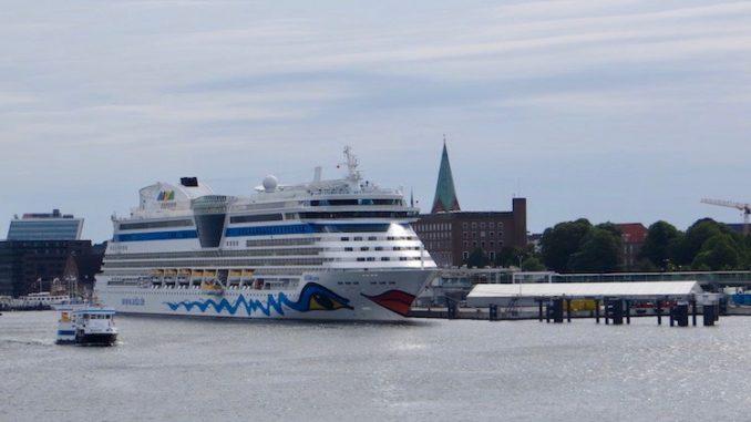 AIDAluna im Kieler Hafen