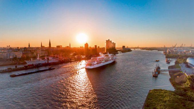 Die MS Europa im Hamburger Hafen. Foto: Hapag Lloyd Cruises
