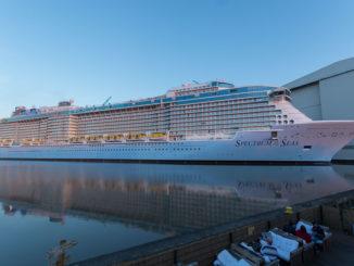Spectrum of the Seas vor der Überführung an der Meyer Werft
