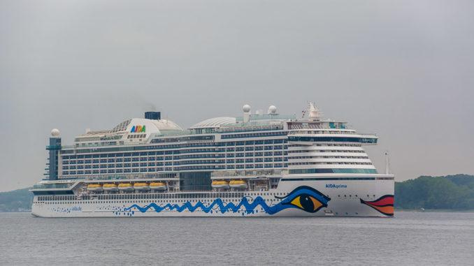AIDAprima auf der Kieler Förde. Sie läuft auch zur Kieler Woche 2019 ein.