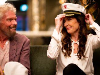Captain Wendy Williams mit Richard Branson, Gründer der Virgin Gruppe. Foto: Virgin Voyages