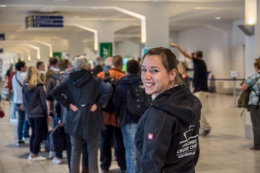 Das Lachen verrät es: Laura liebt ihren Job als Terminalmanagerin