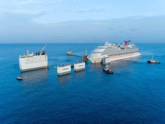 Die Carnival Vista fährt in ihr schwimmendes Dock. Foto: Carnival Cruise Line