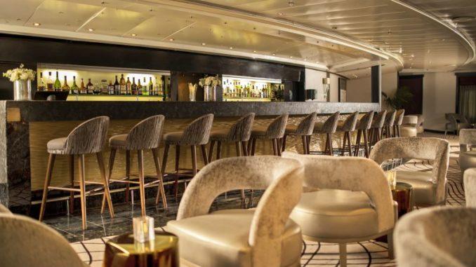 Die Stars Lounge zeigt sich nun in Goldtönen. Foto: Regent Seven Seas Cruises