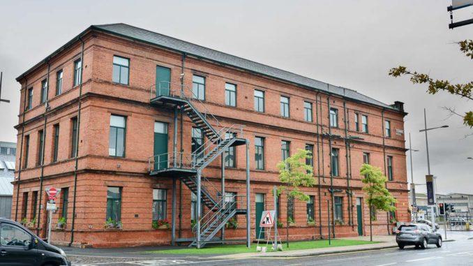 Im ehemaligen Bürogebäude der Werft ist heute ein Hotel