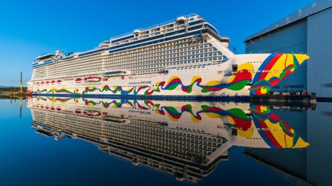 Die Norwegian Encore im Werfthafen der Meyer Werft. Foto: Ingrid Fiebak-Kremer