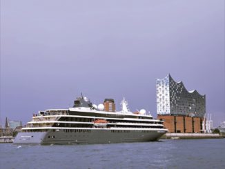 World Explorer vor Elbphilharmonie Hamburg. Foto: nicko cruises