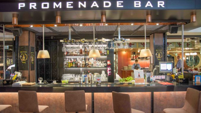 Promenade Bar auf der Silja Symphony