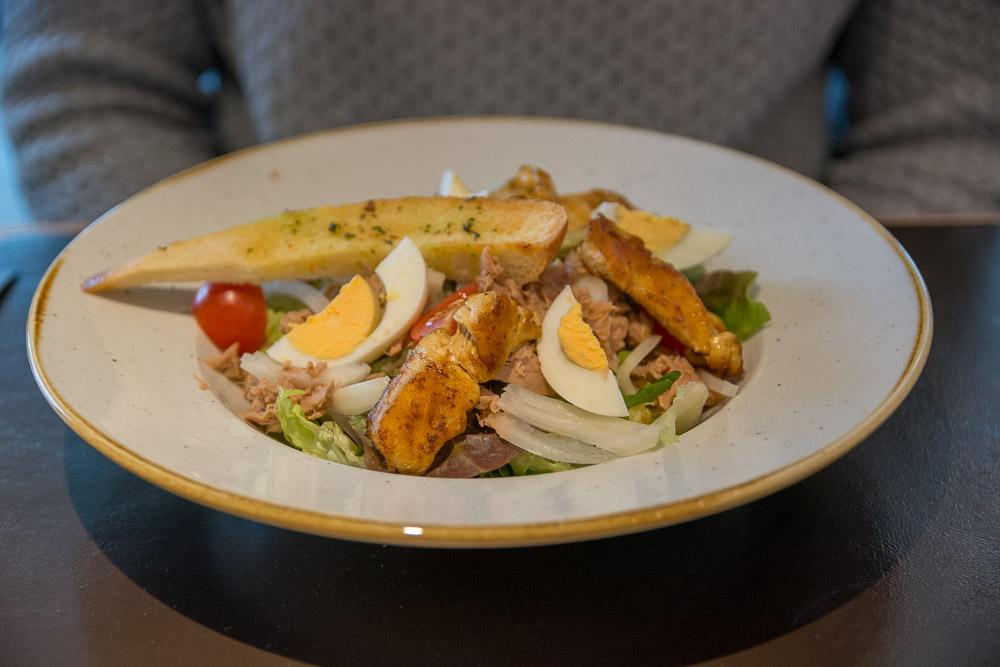 Salat in Mario's Grill