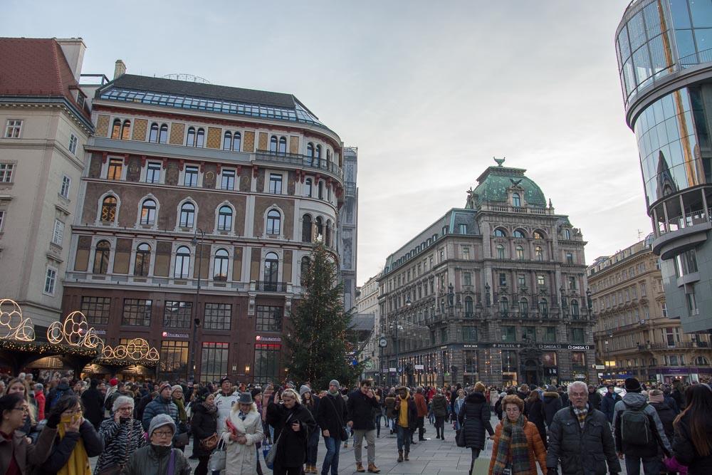 Auf dem Stephansplatz wimmelt es vor Touristen