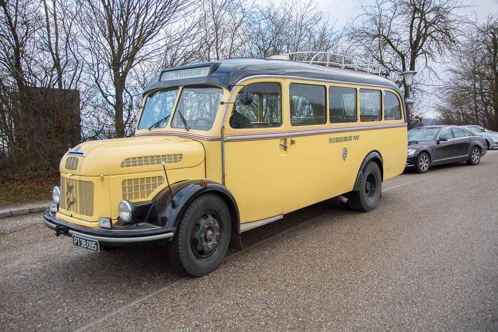 Traditioneller Postbus in Christkindl