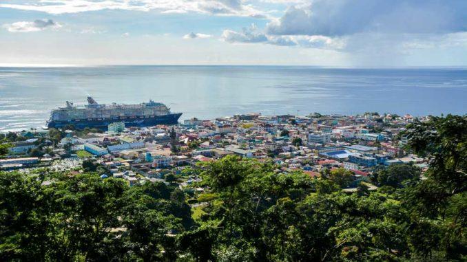 Die Mein Schiff 5 in der Karibik auf Dominica