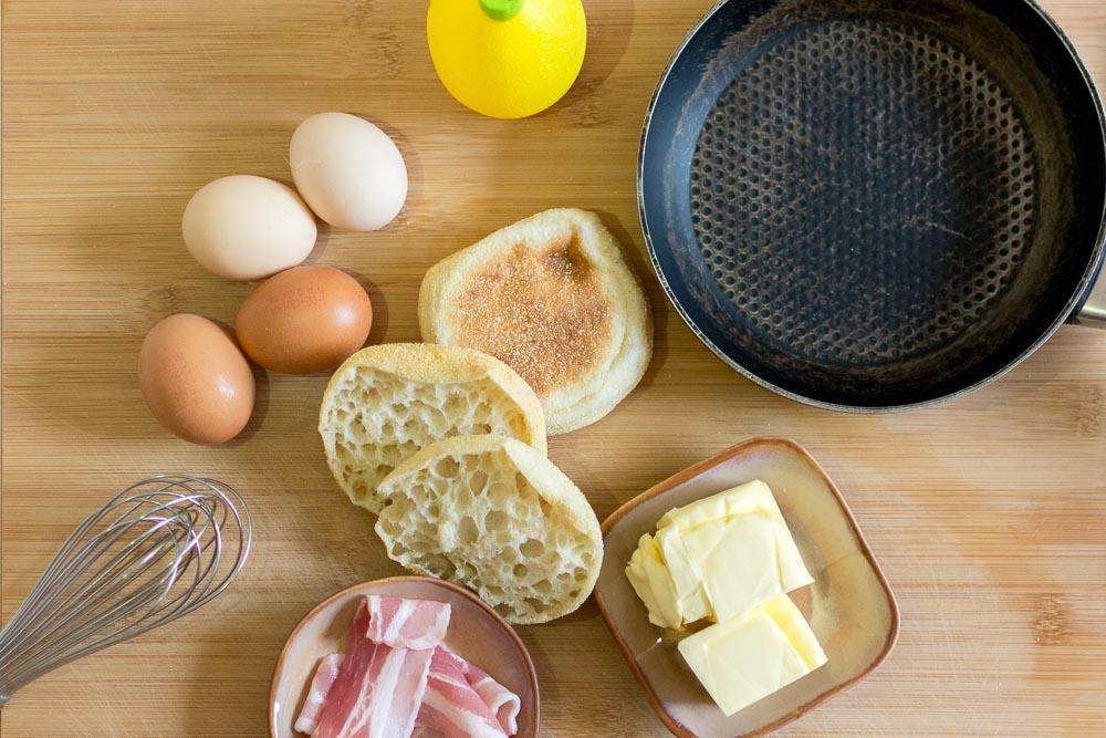 Zutatenübersicht für die Eggs Benedict