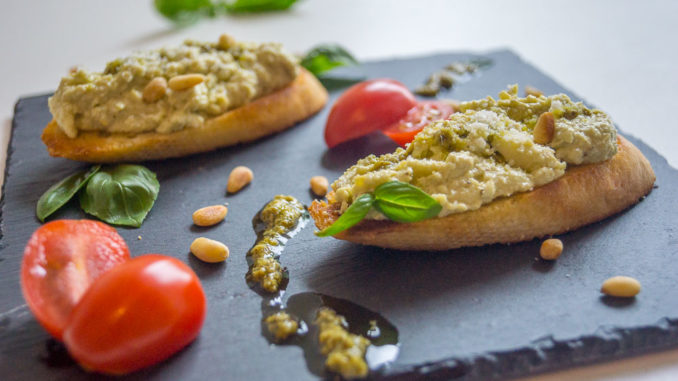Es ist angerichtet: Creamy Mozzarella & Pesto Appetizer nach Crystal Cruises