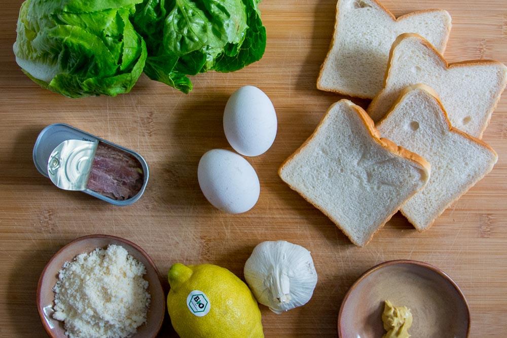 Die Zutatenübersicht für unseren Caesar Salad
