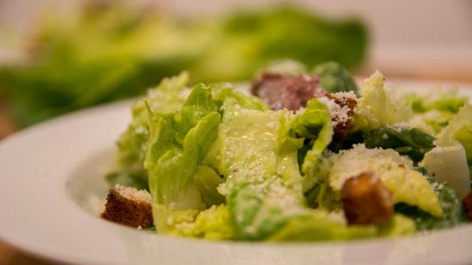 Der Caesar Salad ist gerade bei Amerikanern sehr beliebt