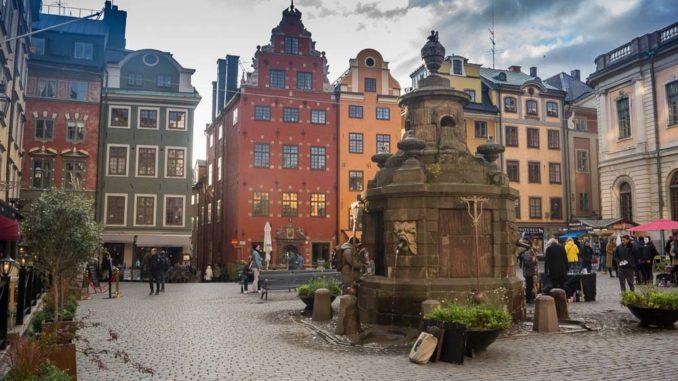 Am Stortorget mit dem Stortorgsbrunnen