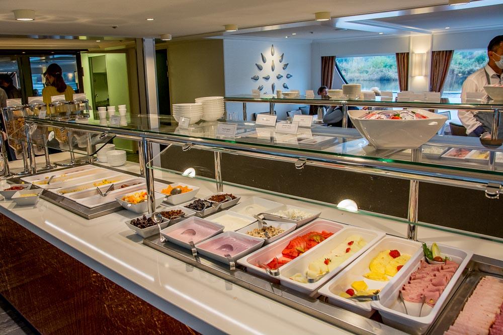 Das Frühstücksbuffet findet nur mit Service statt
