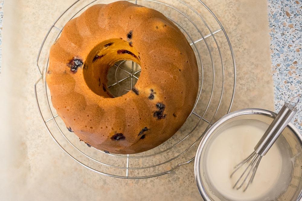 Der Blueberry & Lemon Cake ist bereit für seine Glasur