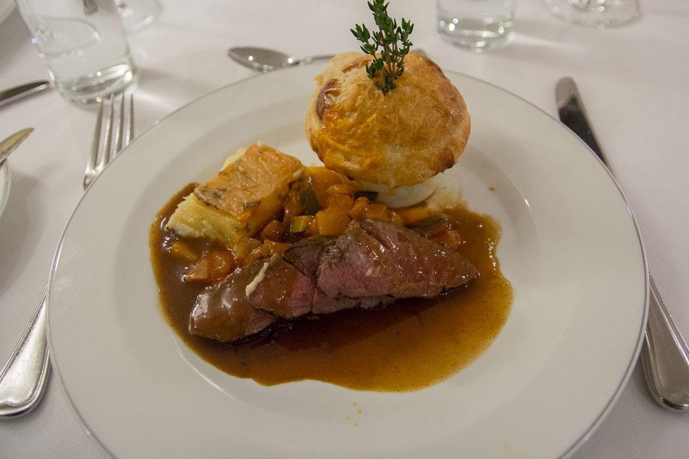 Duett vom Lamm mit Ratatouille, Kartoffelgratin und Thymian Jus